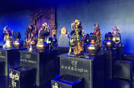 Vedische Astrologie wurde ursprünglich Jyotisha gennant, oder auch Jyotirveda, die Wissenschaft vom Licht.