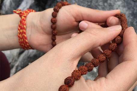 Die Mantra-Therapie gehört zu den wichtigsten Therapien in den vedischen Wissenschaften.